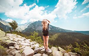 Фотографии Камни Небо Тропа Блондинки Ноги Вид сзади Природа