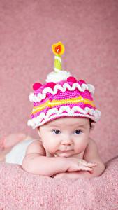 Картинки Свечи Младенец Шапки Смотрят Дизайн ребёнок