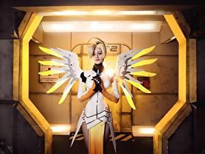 Фотографии Овервотч Крылья Косплей Блондинки Mercy Игры Девушки