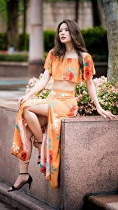 Фотография Азиатки Сидящие Ног Шатенки девушка
