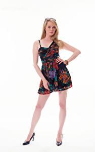 Картинка Carla Monaco Блондинки Платье Взгляд Белым фоном Девушки