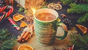 Фотография Новый год Какао напиток Корица Сладкая еда Чашка Бенгальские огни Еда