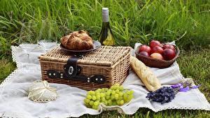 Обои для рабочего стола Вино Фрукты Хлеб Бокалы Пикнике Продукты питания