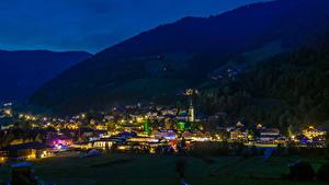 Картинка Австрия Горы Дома Ночь Bad Kleinkirchheim Города