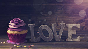Фотографии День всех влюблённых Розы Сладости Капкейк кекс Английская Серце Продукты питания