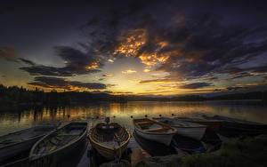 Картинки Рассветы и закаты Реки Небо Лодки Пирсы Облака Природа