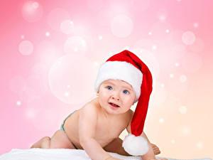 Картинка Новый год Младенца В шапке Взгляд