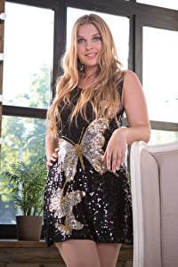 Фотография Nastasy 95 Платье Поза Смотрит молодая женщина