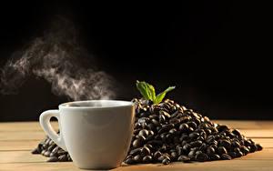 Картинки Кофе Черный фон Чашка Пары Зерна Пища