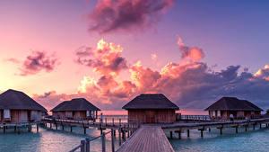 Картинки Мальдивы Тропики Рассветы и закаты Мосты Небо Бунгало Облака Природа