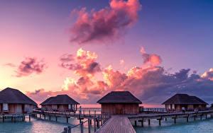 Картинки Мальдивы Тропики Рассвет и закат Мосты Небо Бунгало Облачно Природа
