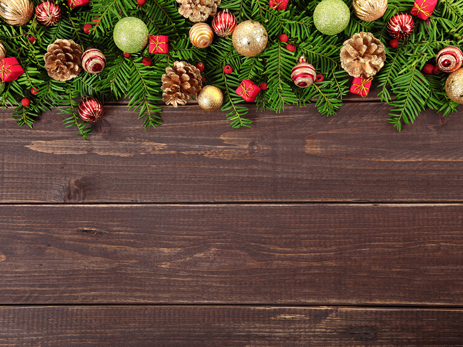 Картинка Рождество Шар шишка Доски 1600x1200 Новый год Шишки Шарики