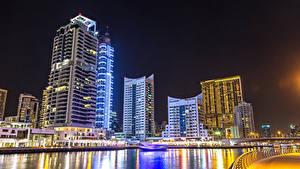 Фото Объединённые Арабские Эмираты Дубай Здания Небоскребы Речка Ночные