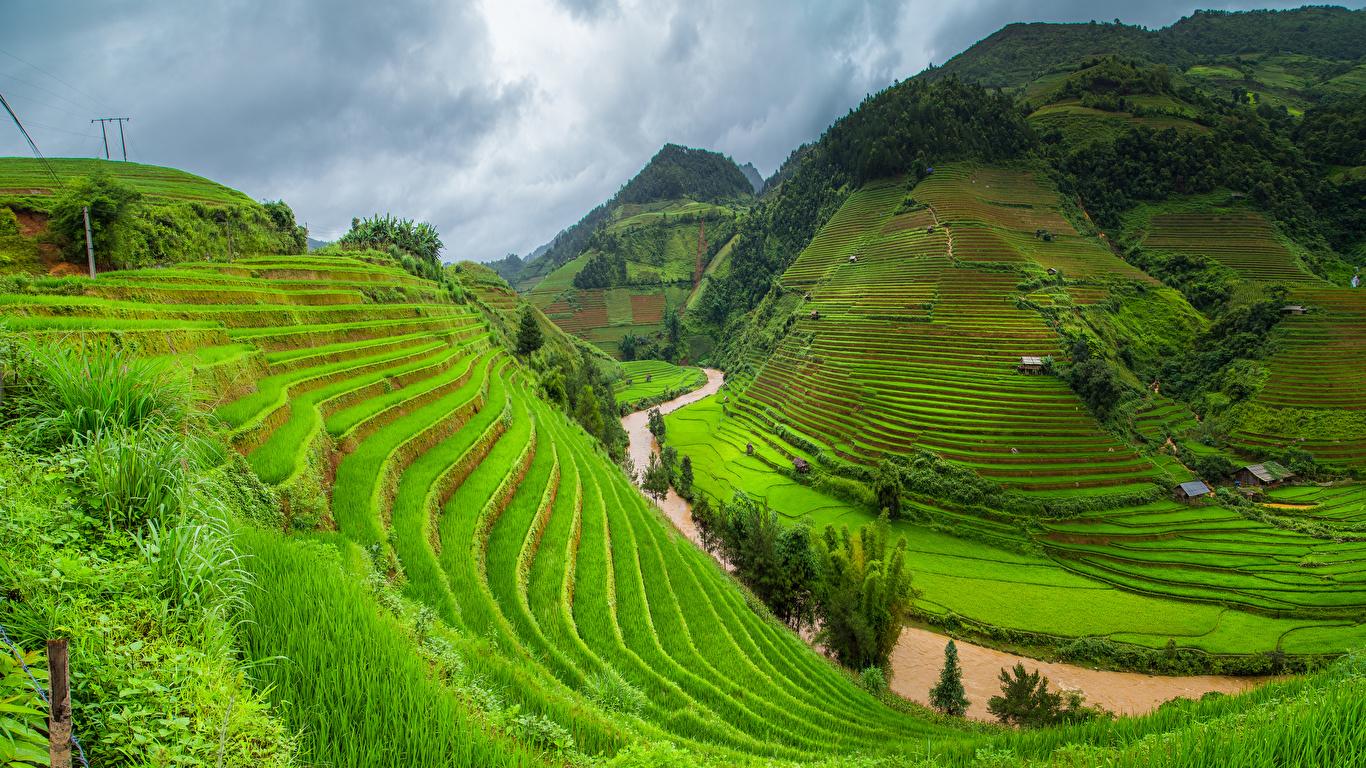 Фотографии Вьетнам гора Природа Поля река Трава 1366x768 Горы Реки траве речка