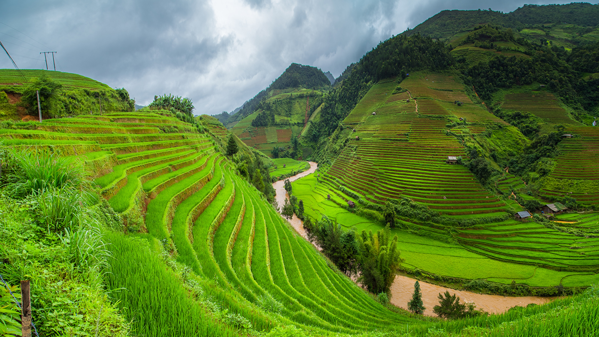Фотографии Вьетнам гора Природа Поля река Трава 1920x1080 Горы Реки траве речка