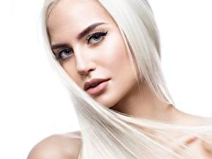 Фото Красивые Лицо Блондинка Волос Белый фон Смотрят Девушки