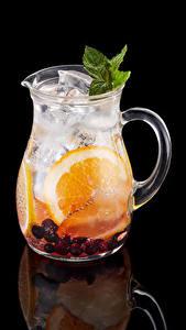 Обои Напиток Фрукты Черный фон Кувшины Отражение Еда