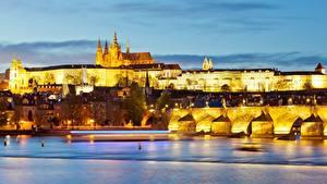 Картинка Вечер Прага Чехия Замки Речка Мосты Prague Castle, Charles bridge, Vltava город