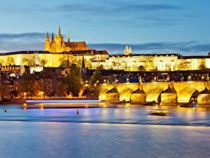 Картинка Вечер Прага Чехия Замок Река Мост Карлов мост Prague Castle, Vltava город