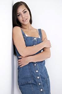 Обои Поза Руки Взгляд Шатенка Alina Lopez, denim dress молодые женщины