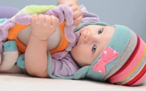 Обои Игрушки Младенца В шапке