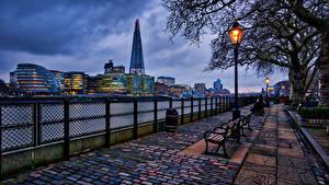 Обои Англия Дома Вечер Лондон Забор Уличные фонари Скамейка Аллеи Города