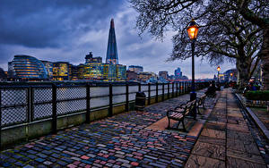 Обои Англия Дома Вечер Лондон Забор Уличные фонари Скамейка Аллея