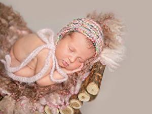 Фотографии Грудной ребёнок Спит Шапка