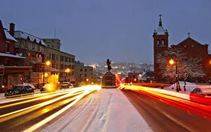 Фото Канада Здания Дороги Вечер Зимние Памятники Улица Уличные фонари Едущий Sherbrooke  Quebec Города