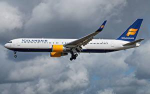 Картинки Boeing Самолеты Пассажирские Самолеты Сбоку Icelandair, 767-300W