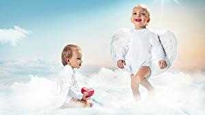 Картинки Ангелы Грудной ребёнок Двое Улыбка Крылья Сердечко