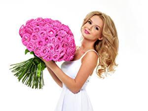 Фотографии Букет Роза Розовые Блондинок Красивые Белый фон Девушки