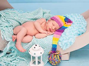 Обои Младенцы Шапки Спят