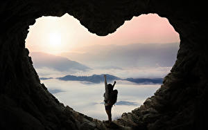 Картинка Пещера Сердечко Шатенка Природа