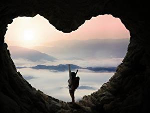 Картинка Пещера Сердечко Шатенка Природа Девушки