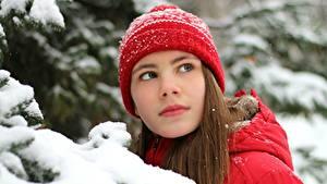 Обои Зимние Снег Шатенка Шапки Смотрит