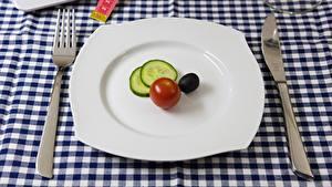 Картинки Ножик Томаты Вилка столовая Тарелка