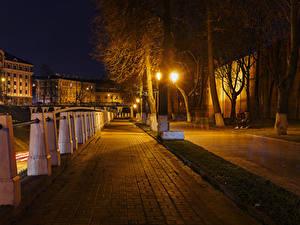 Картинки Россия Дома Улиц Дерева Уличные фонари Забором Ночные Nizhny Novgorod город
