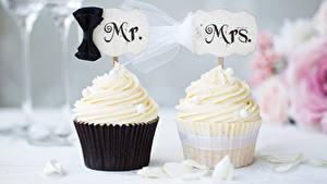 Картинки Сладости Пирожное Капкейк кекс Вдвоем Свадьба Жених Невеста Дизайн Еда