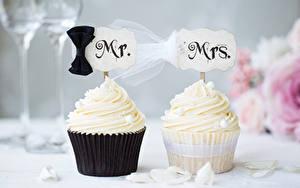 Картинки Сладкая еда Пирожное Капкейк кекс Двое Брак Женихом Невеста Дизайн Пища
