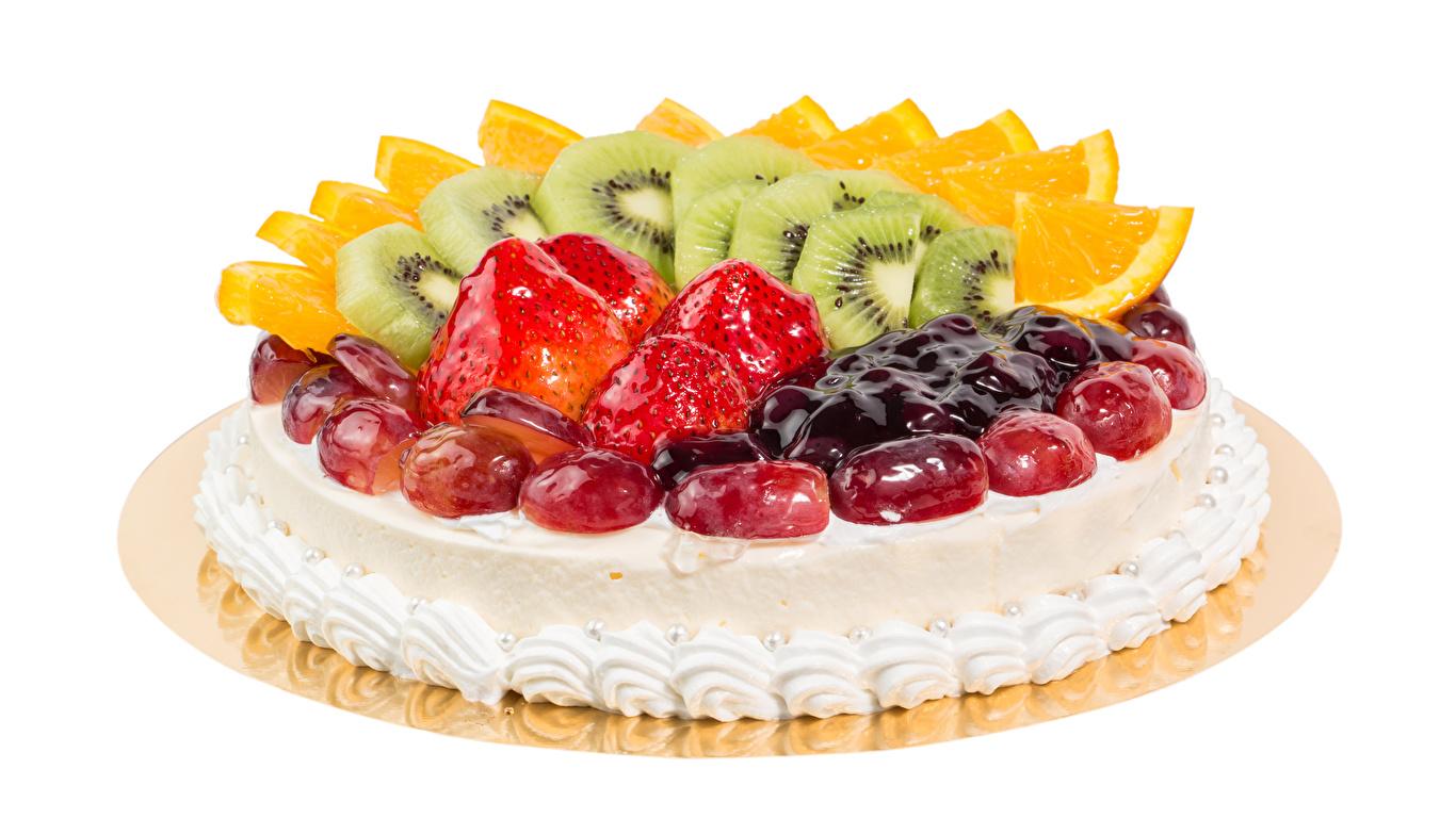 Обои для рабочего стола Торты Киви Клубника Пища Фрукты Сладости белым фоном 1366x768 Еда Продукты питания Белый фон белом фоне сладкая еда