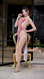 Фотографии Азиатка Поза Платья Ноги Взгляд Девушки