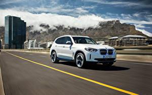 Фотография BMW Дороги Едет Белый CUV Металлик iX3, G08, Worldwide, 2020 Автомобили