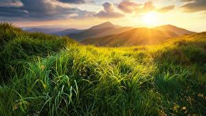 Обои Рассветы и закаты Холмы Трава Облака Природа