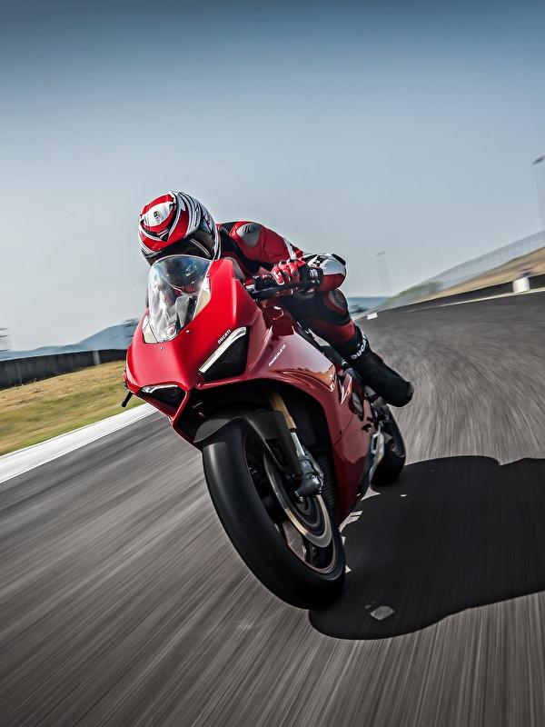 Обои для рабочего стола Ducati 2018 Panigale V4 S Panigale красная мотоцикл Движение 600x800 для мобильного телефона Дукати Красный красные красных Мотоциклы едет едущий едущая скорость