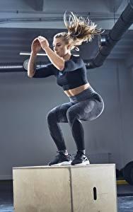 Картинка Фитнес Спортзал Физическое упражнение Прыжок Девушки