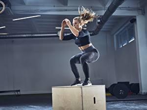Картинка Фитнес Спортзал Физическое упражнение Прыжок Спорт Девушки