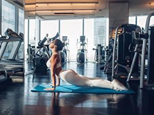 Картинки Фитнес Ног Красивый Тренировка Спортзале Спорт Девушки