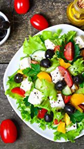 Картинки Салаты Овощи Помидоры Оливки Тарелка Продукты питания