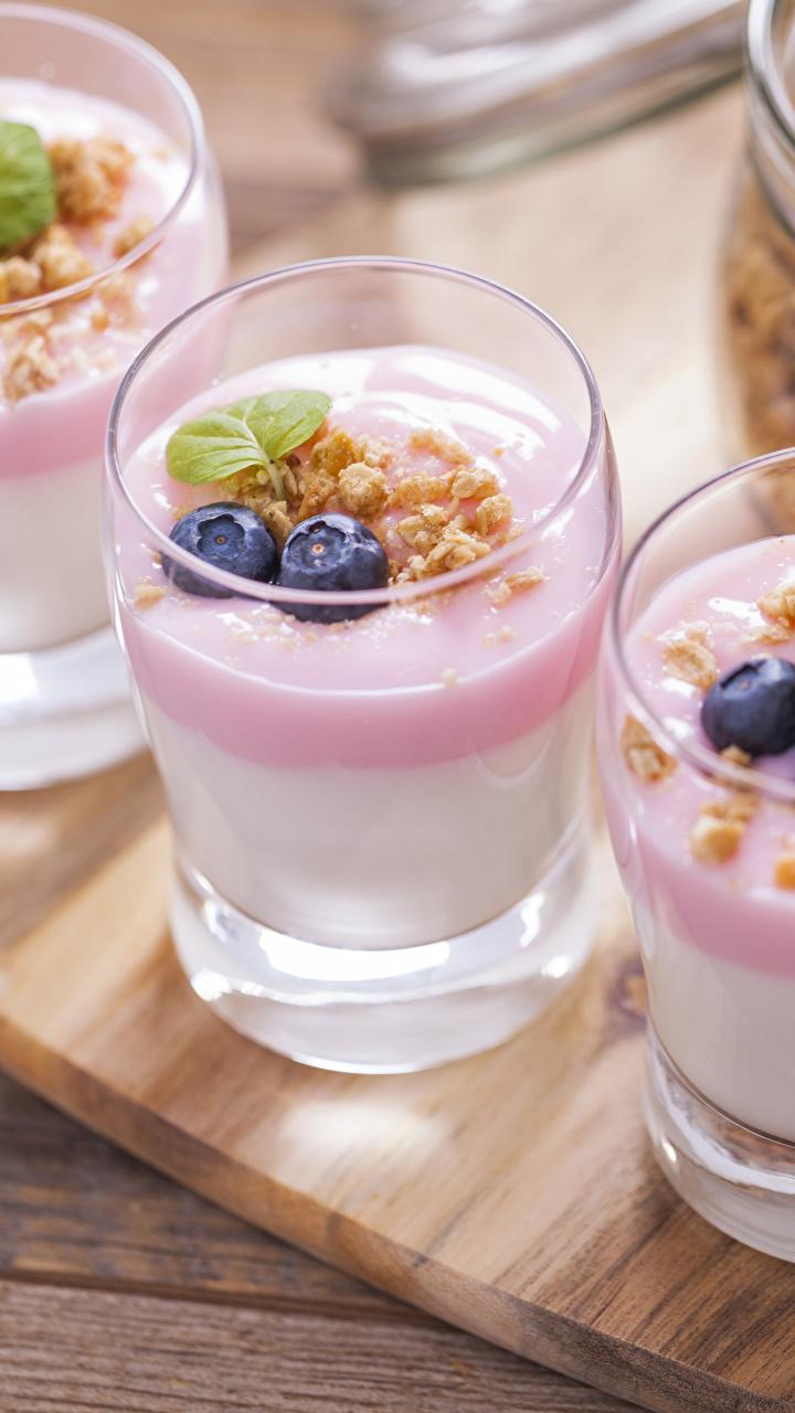 Фото Десерт Стакан Черника Пища Трое 3 Орехи 720x1280 стакана стакане Еда втроем Продукты питания